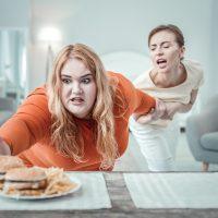 женщина не знает как сбросить лишний вес