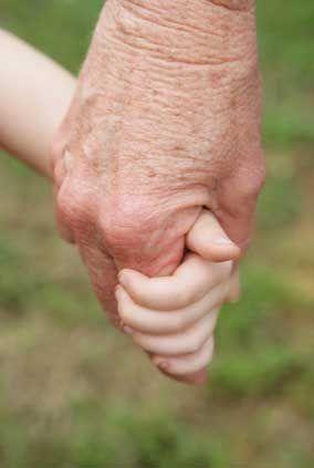 Воспитание в семье: 50% родителей не согласны с бабушками и дедушками